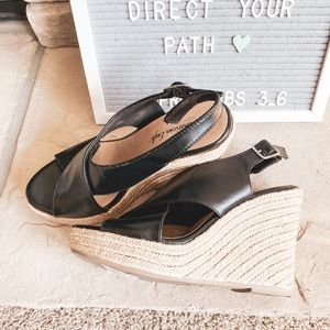 BOGO🙌🏻American Eagle Black Sandal Wedges